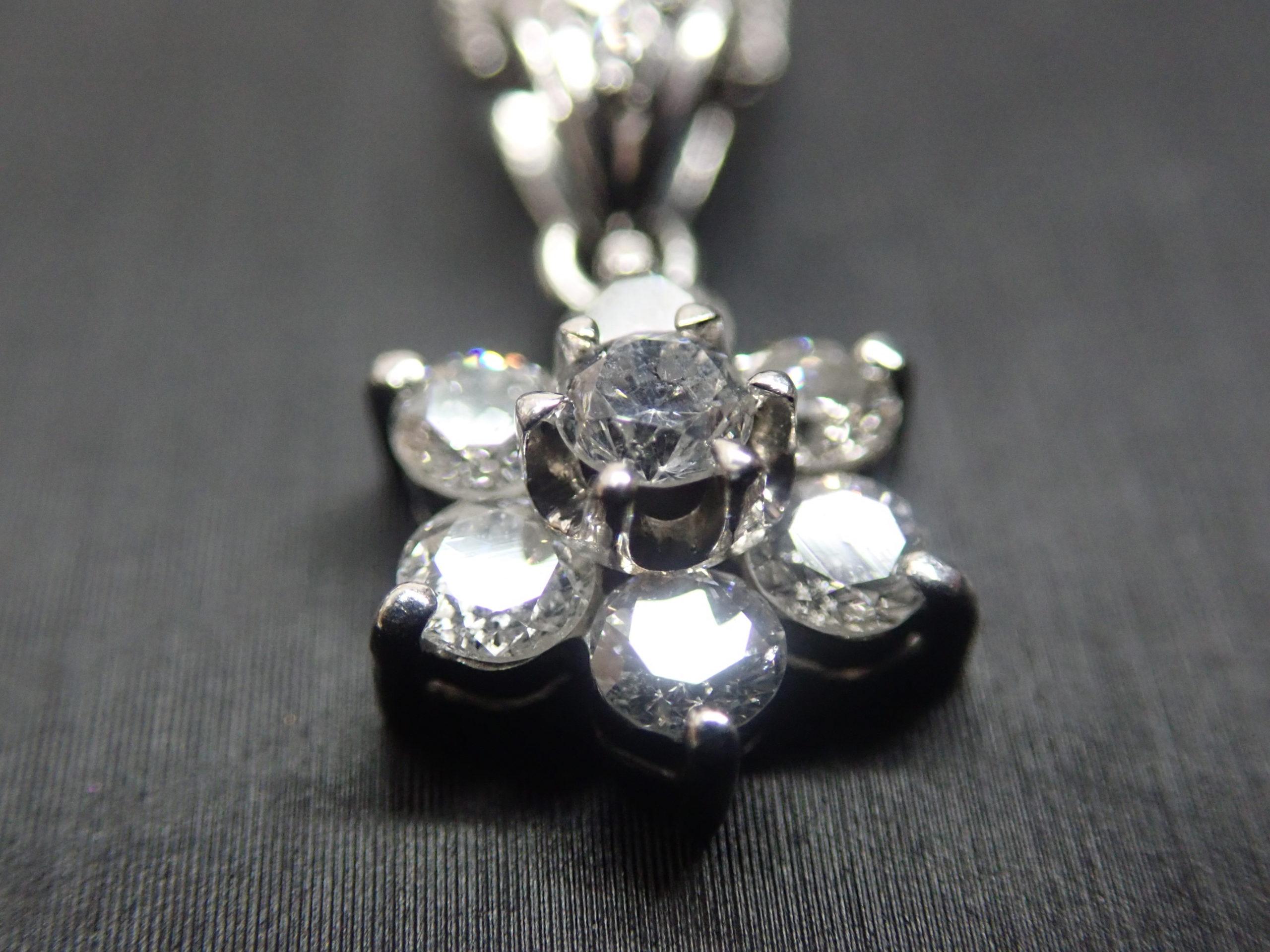 プラチナ・ダイヤモンドネックレス