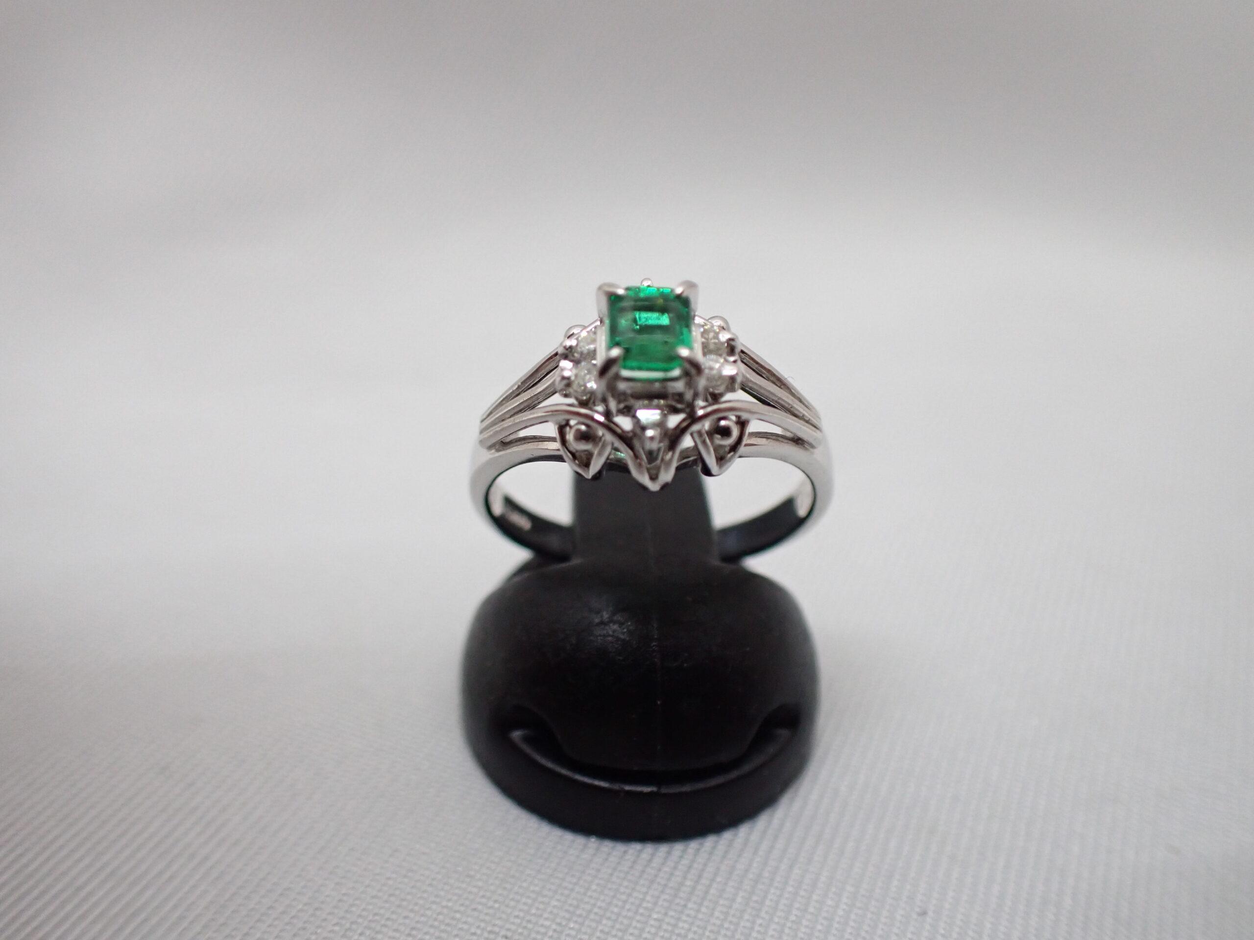 エメラルド・ダイヤモンドリング